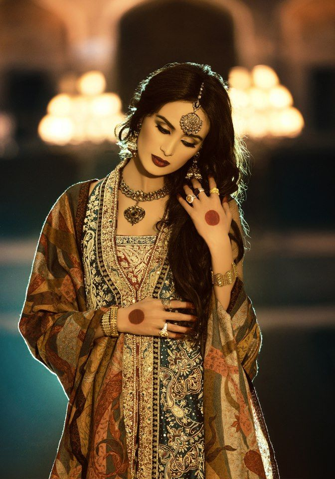 Pakistani fashion - beautiful outfit detailing!