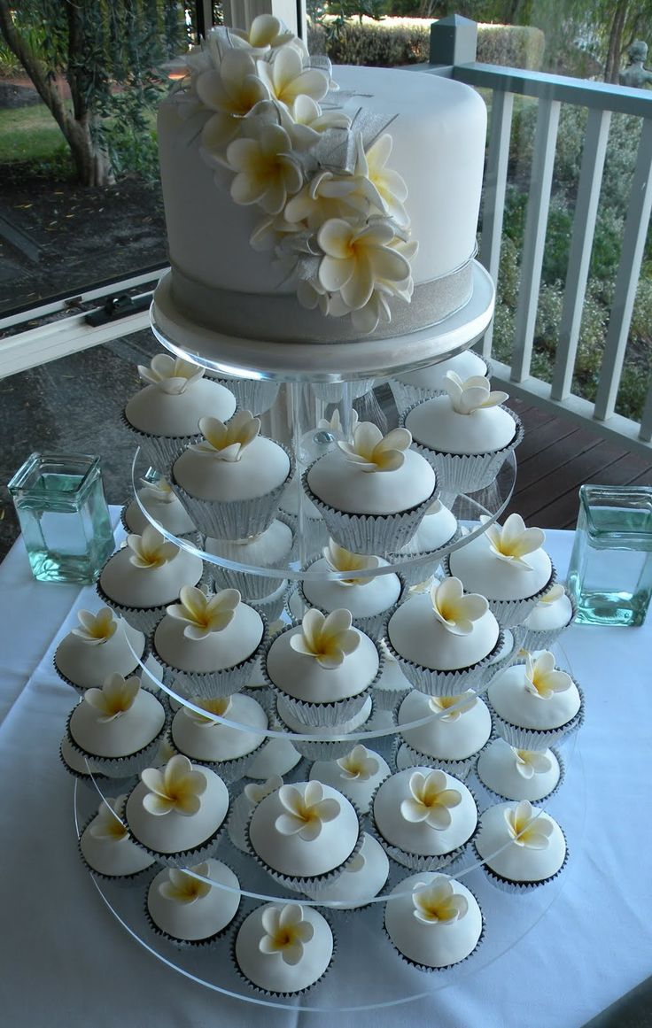 Wedding cup cakes with frangipanis on top