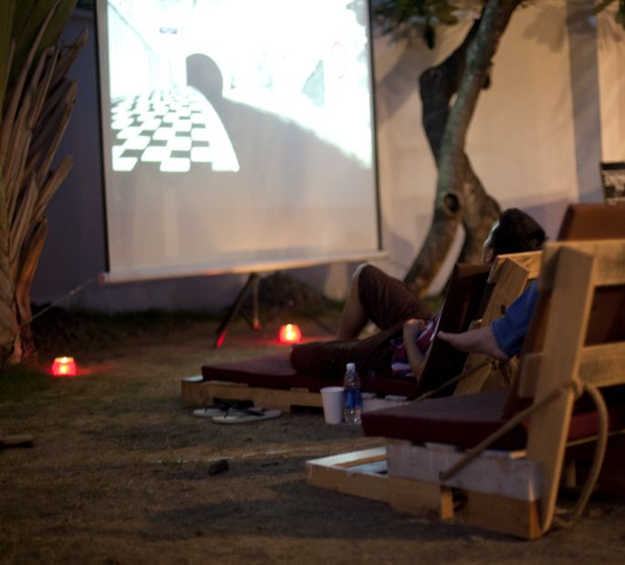 The Pallet Cinema: Watching movies under the stars with pallet garden chairs