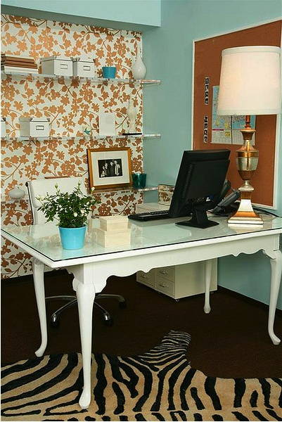 Love the colors in this feng shui home office design