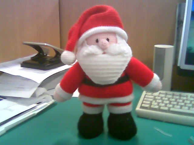 Amigurumi Crochet Santa Claus. Free Pattern here: http://solocrochet.blogspot.se/2007/11/tutorial-papa-noel-parte-1.html