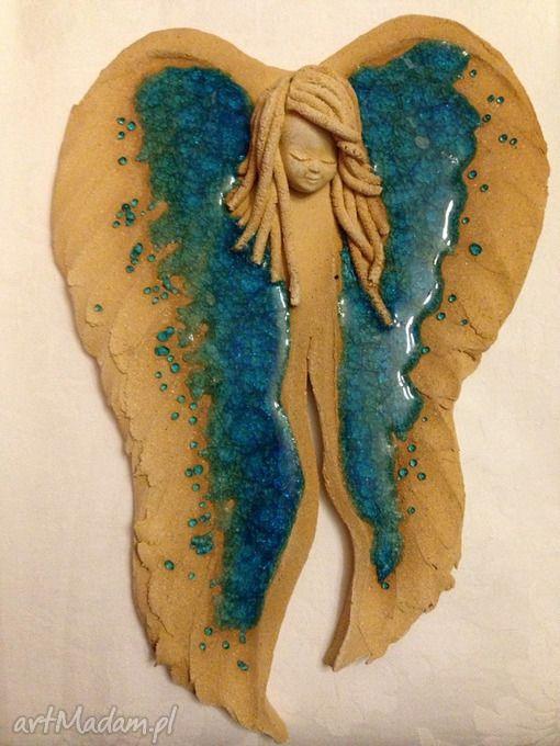 Ceramiczny anioł naścienny ceramika ela demianiuk szkło