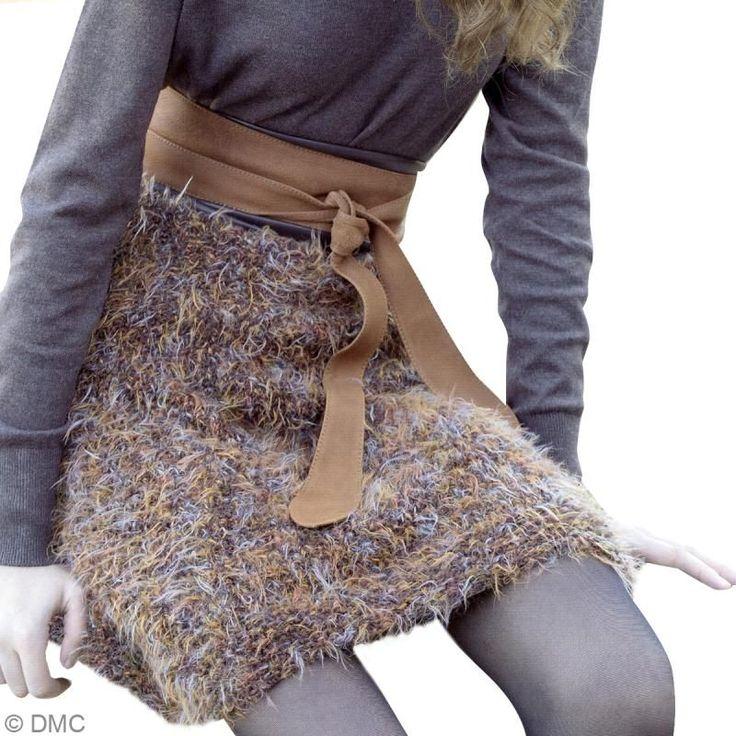 Vous pourrez également tricoter cette jupe, très simplement, en suivant ce tuto. C'est un vêtement à la fois chic et très confortable grâce à la qualité de la laine DMC.