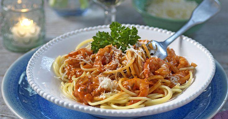 Pasta med vitlök och heta räkor i gräddsås recept