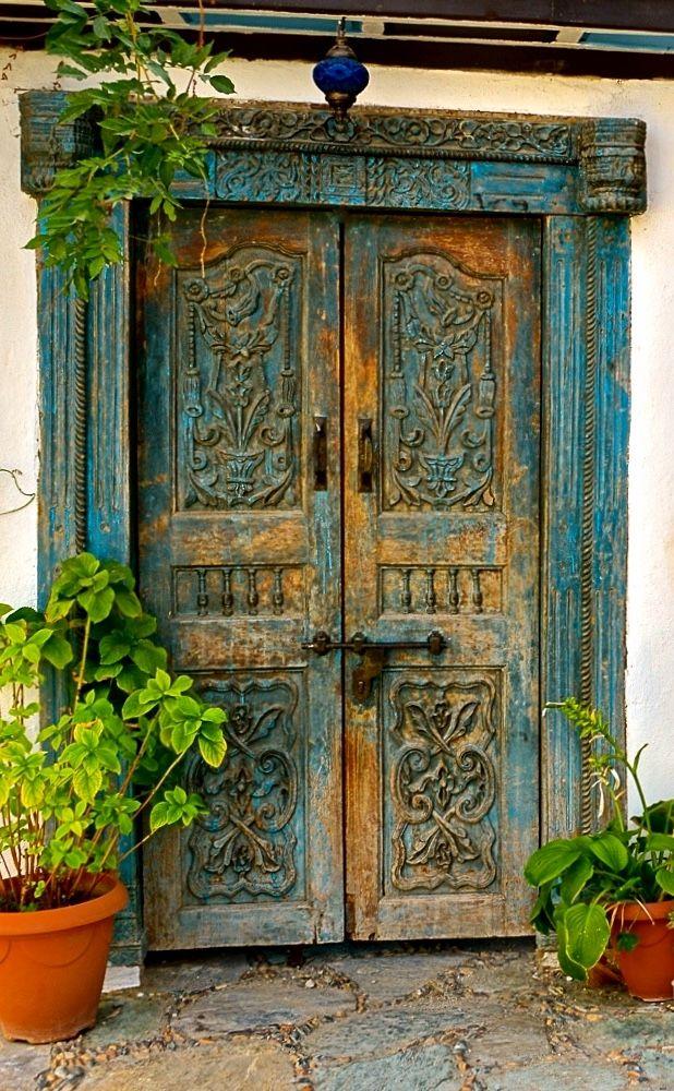 Şirince, İzmir, Turkey, ornaments, old wooden door, cracks, details, entrance, doorway, indgangsparti, beauty, architechture, carvings, photo.