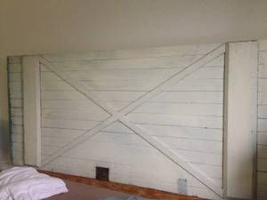 """washington, DC all for sale / wanted classifieds """"king headboard"""" - craigslist This is $500 I wonder if we could make it ourselves Custom one of a kind Barn Door Headboard for Queen/King Bed Off white with a touch of blue on the side Measurements: Door 6 ft wide 31"""" long   66"""" from floor to top of Headboard and can be altered to fit your needs."""