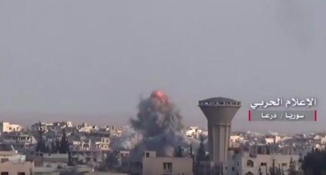 """Oposisi maju Rusia bombardir Dara'a  Swerangan udara Rusia terekam di wilayah Dara'a  Jet Rusia membombardir wilayah oposisi Suriah di kota Dara'a pada Selasa (14/2) menurut saksi mata. Terdapat setidaknya 30 serangan Rusia menurut oposisi. Serangan tersebut coba mencegah upaya mereka merebut bagian distrik Manshiya. """"Ketika rezim mulai kehilangan kontrol di beberapa daerah ... jet Rusia memulai operasi mereka"""" ujar Ibrahim Abdullah seorang komandan oposisi. Oposisi sejak Minggu (12/2) mulai…"""