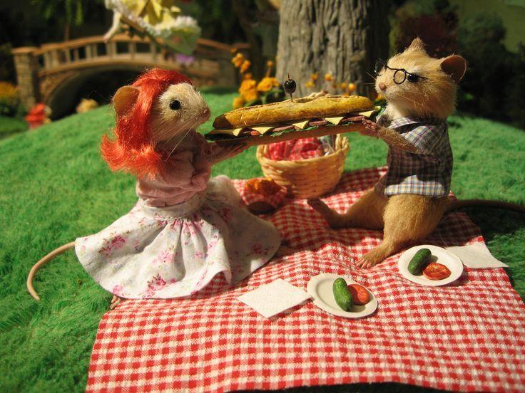V Mouse Eating Scene Dinner for Schmucks Mi...