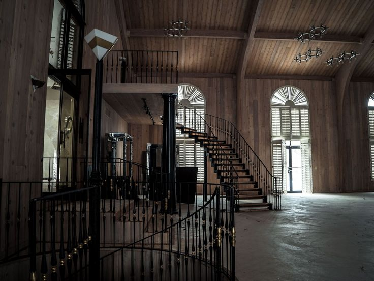 Inside Mike Tyson's Abandoned Mansion [1920x1440]