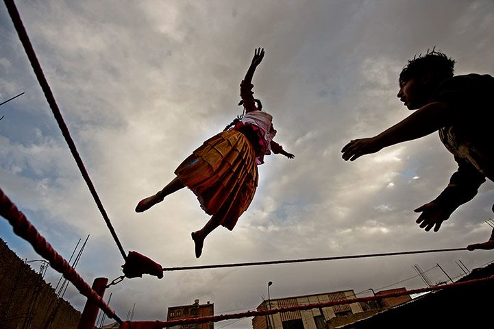 Flying high. Cholita wrestler in training. www.urbanrambles.com
