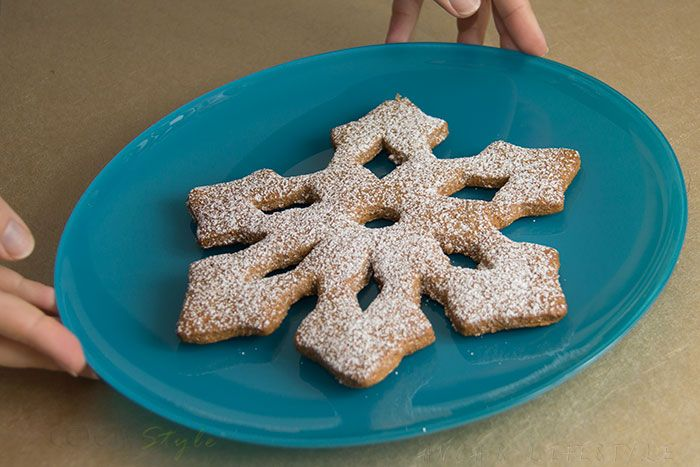 Snowflake huge cookies with cinnamon