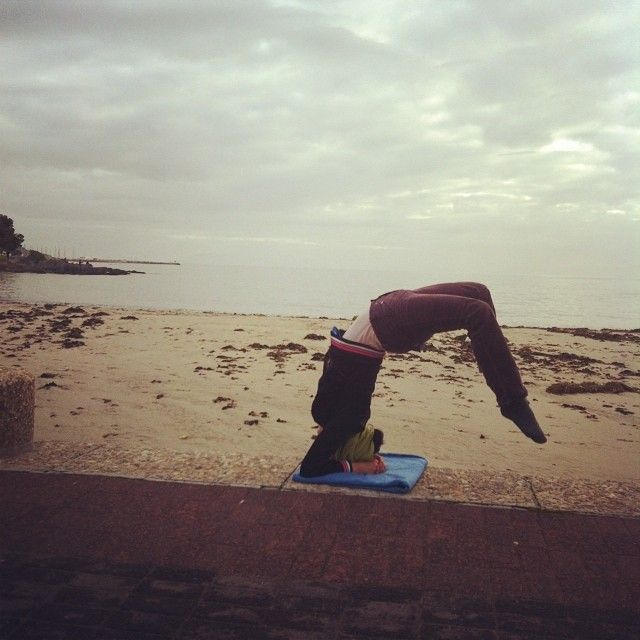 Never too gloomy for a good headstand!❤️❤️#headstand #handstand365 #handheadstandforcharity #lovecapetown #lovenature #mychallenge #jointhecause http://bit.ly/1hISN3t