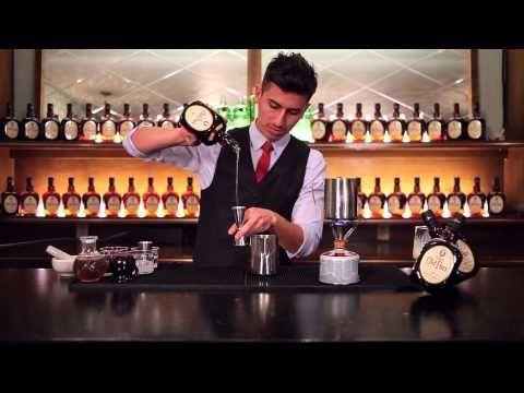 Ricardo Nava, mixólogo de Licorería Limantour, nos muestra cómo elaborar un delicioso y exclusivo Chai Limantour con un toque de whisky Old Parr.
