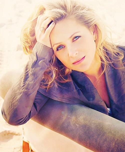 Jessica Capshaw - Dr. Arizona Robbins, Grey's Anatomy