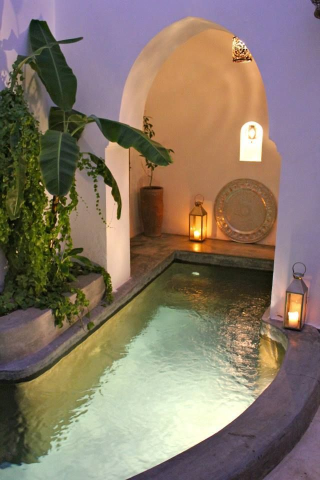 Little Tadelakt pond in a Moroccan Riad. Decorating with pretty lanterns and a hand hammered silver tray.