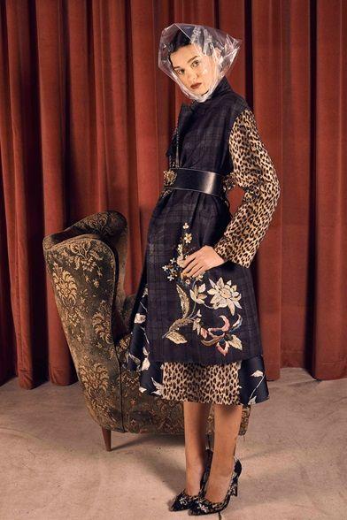 Guarda la sfilata di moda Antonio Marras a Milano e scopri la collezione di abiti e accessori per la stagione Pre-Collezioni Autunno-Inverno 2017-18.