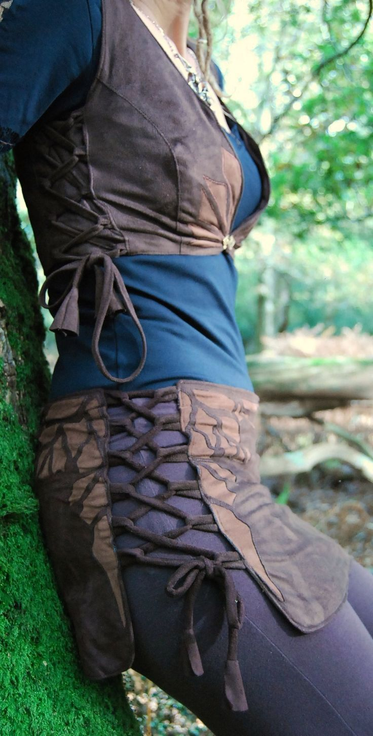 This skirt is ingenious. Two panels. Sew on a long piece of trim forming loops and lace them together.