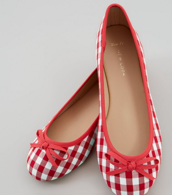L2017 http://www.newlook.com/row/womens/footwear/shoes/wide-fit-red-gingham-ballet-pumps/p/516690369?comp=Browse