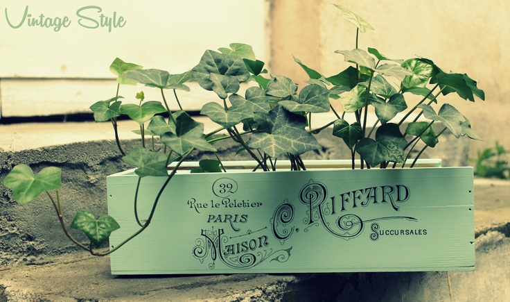 diy - vintage wine box, acrylic paint: mint blue by Flugger and trasfer