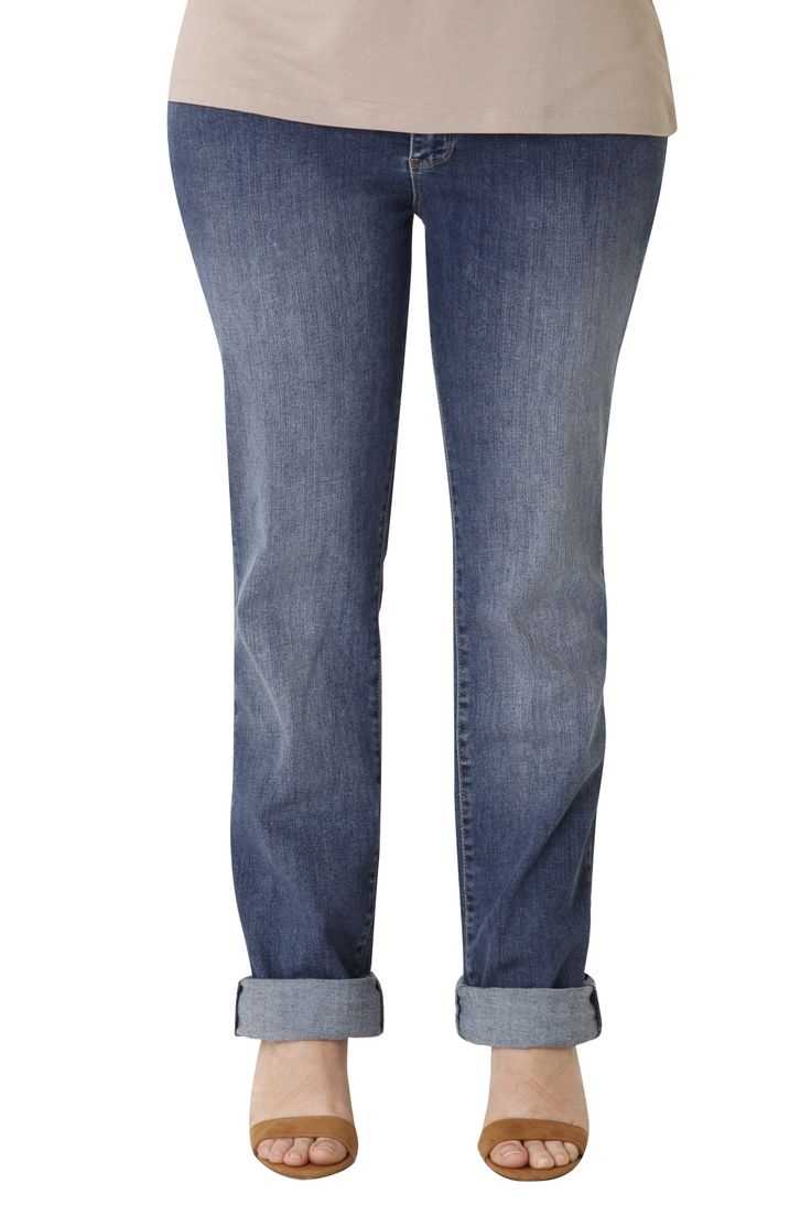Cotton jeans, tight from the waist to the knee and wider from the knee to the bottom. It offers comfort & style,  flattering your silhouette. The perfect choice for many outfits all day long!