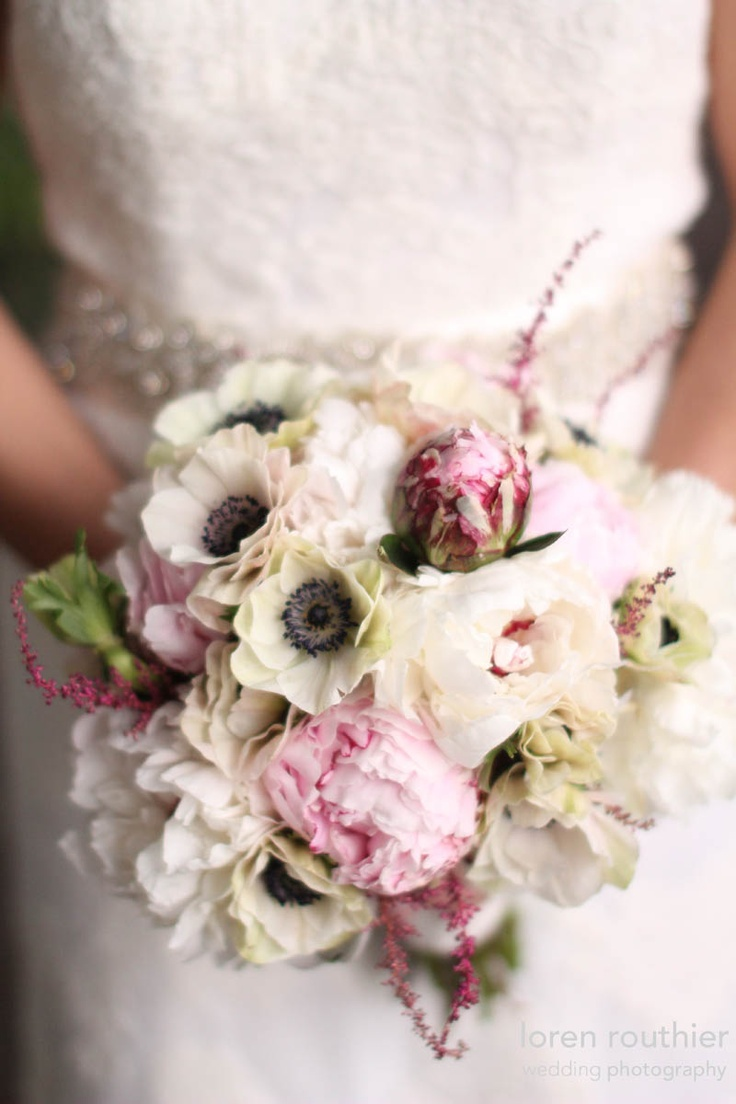 Peony and anemone bouquet. I love anemones in almost any combination. Somehow they give any bouquet a vintage feel...
