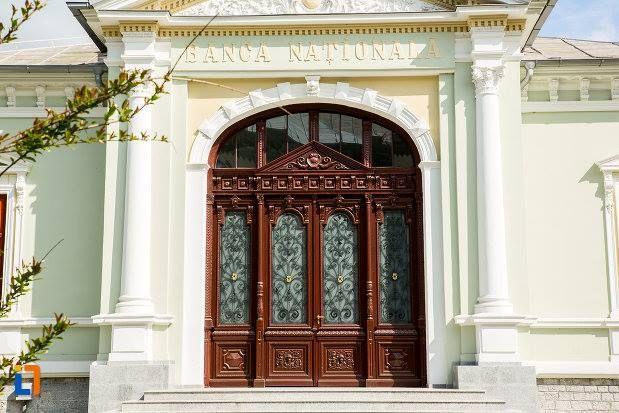 Casa Ion Carabatescu (1896) - intrare, azi Banca Națională a României sucursala Târgu Jiu, strada Geneva 4