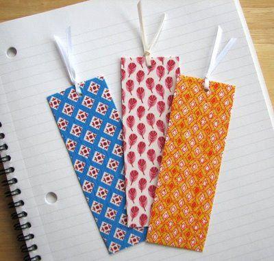 coller du tissu sur du carton pour faire une carte ou un marque-page