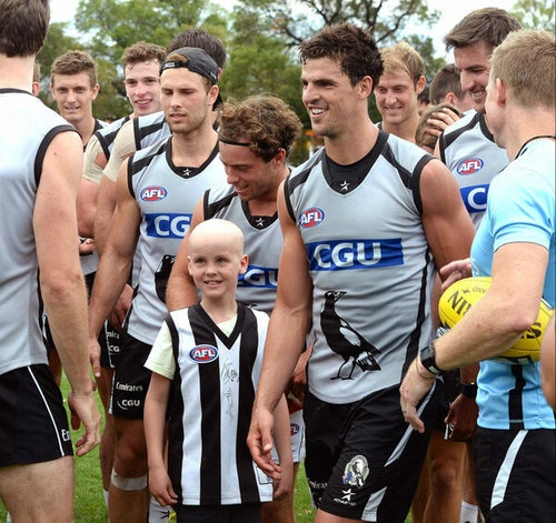 @ludbeyheraldsun:Bailey Delany,7, meets the pies players today at training,Goschs paddock