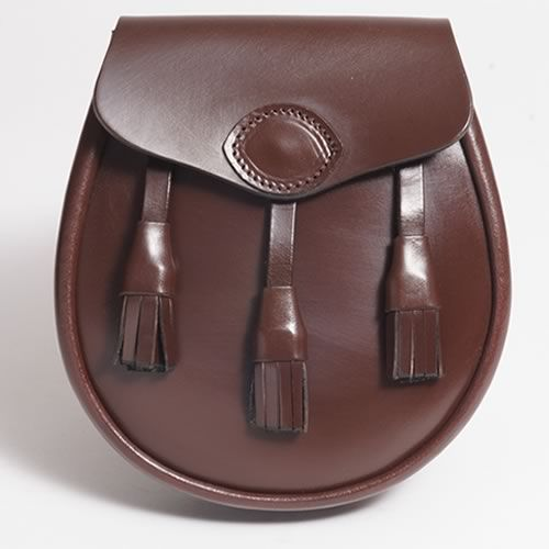 The Hastings leather sporran is an original McRostie design featuring a traditional tassel design and a magnetic snap closure. Made in Scotland.
