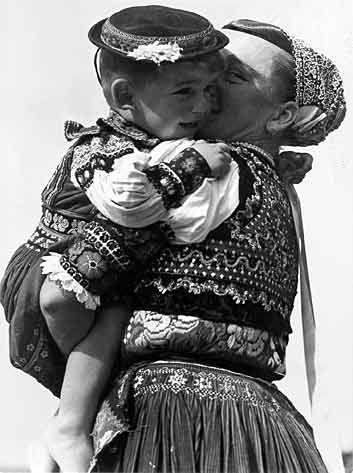 http://www.slovakheritage.org/Folkartists/Images/Plicka/05.jpg