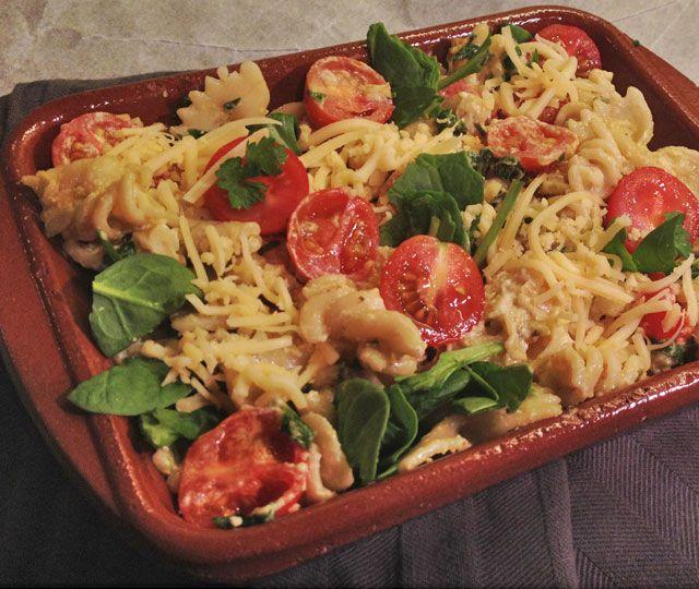 Pasta Ovenschotel met Kip, Spinazie en Cherrytomaatjes. Een heerlijke…