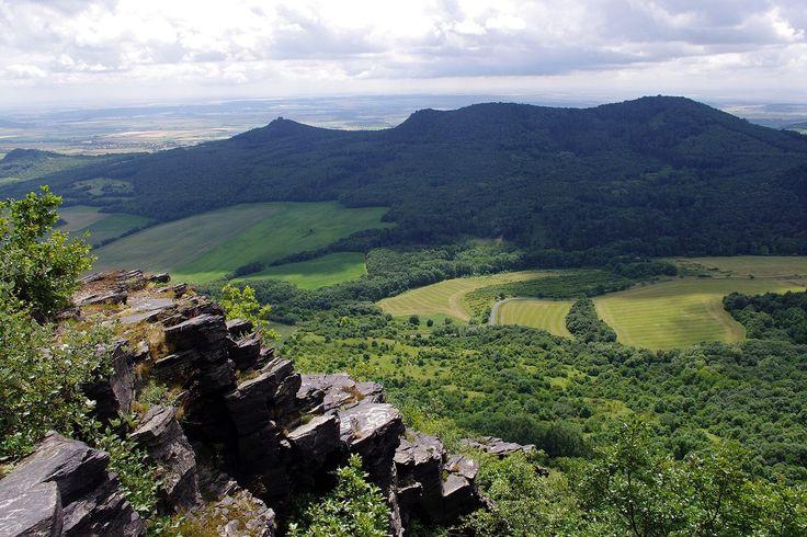ČESKÉ STŘEDOHOŘÍ Jižní obzor z Lipské hory