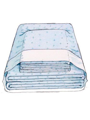 Idea para guardar la ropa de cama. Así puedes tener mas espacio y te aseguras de no perder una sola pieza del set!