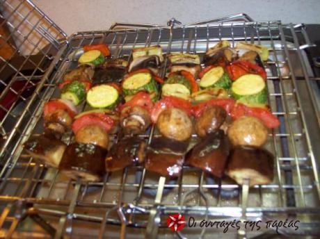Εναλλακτικό για χορτοφάγους και μη, στέκεται αντάξια πλάι στα χοιρινά, κοτόπουλου και γαρίδας. Δεν υστερεί σε γεύση... μόνο σε χοληστερίνη και ίσως σε θερμίδες αν προσέξετε το ελαιόλαδο.  Όσο για τη σως φτίαξτε την νωρίς για να βάλει δροσερή φωτιά στη γεύση σας.
