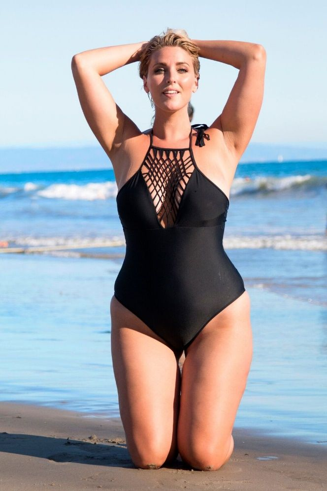 I don't know if I have the figure for this, but I love this bathing suit! Xehar Curvy has so many beautiful summer time fashions for plus size ladies. I love it! I wish there were ore great plus size stores like this.