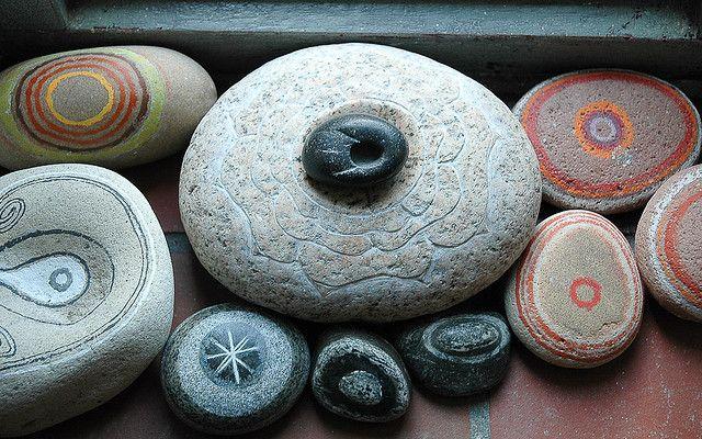 Jos van Wunnik, found stone,painted: Vans, Painted Stones, Carved Stones, Rock Art, Painted Rocks, Van Wunnik, Rock Painting, Stone Art