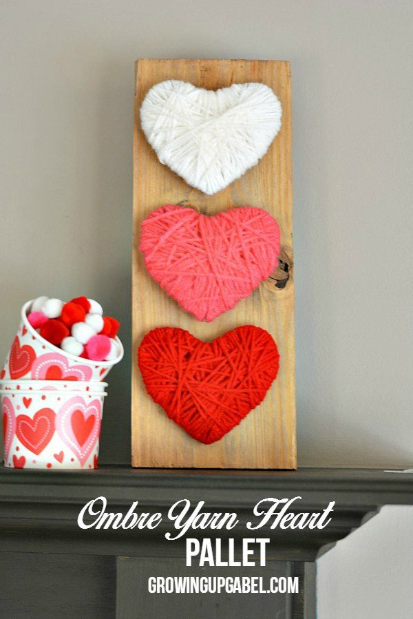 Miss the Christmas decorations? Make this easy heart wood pallet craft! Yarn, cardboard and a wood pallet are all you need to make this easy craft. It's great to make with kids, too! #ValentinesDay #CraftIdeas #ValentinesCraft