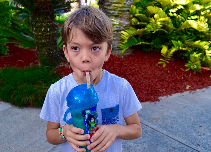 C a r n i v a l - the eternal love of a child and his slushie. A still moment caught in time seconds before we both burst out laughing, slushie splurting out of his mouth and nose! I was in such hysteric that I didn't manage to capture the scene which unfolded after this shot.