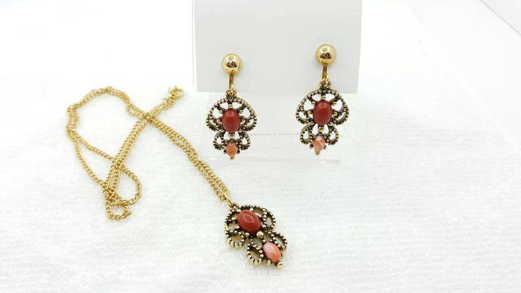 Avon Castilian pendant and clip earrings Mint Condition 1974 retro Modern Original Box