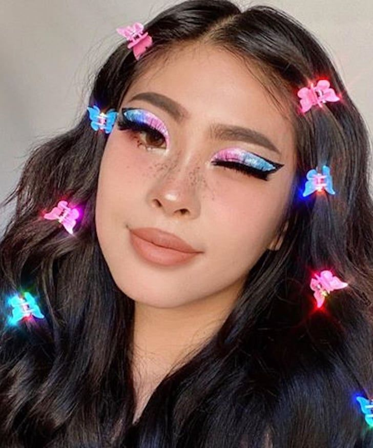 Channel Your Inner 90s Girl With Instagram S Cutest Trend Butterfly Hair Clips Clip Hairstyles Butterfly Hair Clips Butterfly Hair Clip