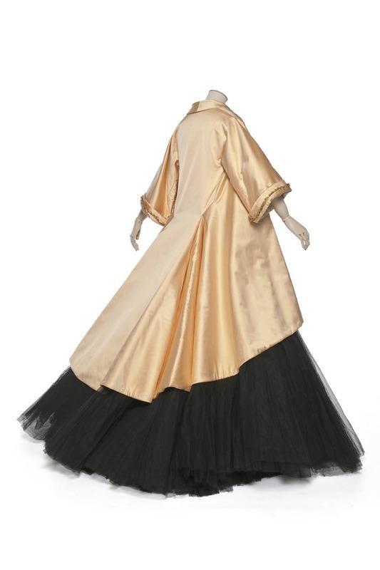 I'd love to have somewhere to wear this!!.....Adélaïde ball ensemble by Dior, 1948 Paris, Les Arts Décoratifs