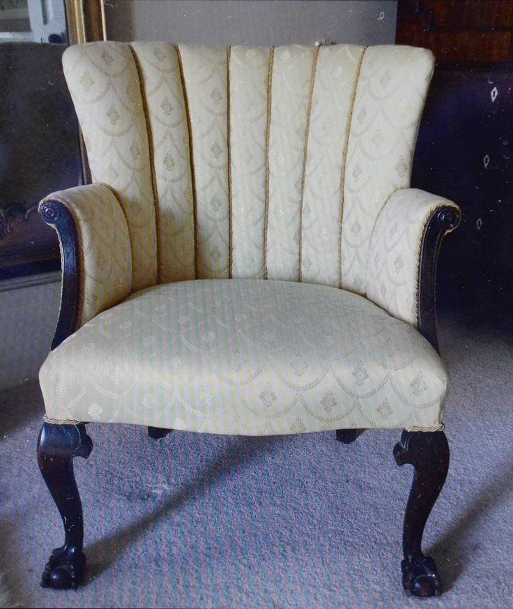 Købte lænestol for en 50'er: Den gemte på hemmelighed til 44.000.  Stolen er nu blevet ombetrukket. Foto: SWNS