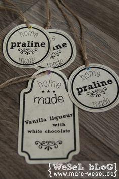 Labels für Pralinen und Likör DIY - kleine Anleitung und Vorlagen zum Download. Hübsche Labels um damit hausgemachte Pralinen und Vanille-Schoko-Sahnelikör als kleines Geschenk zu verpacken.