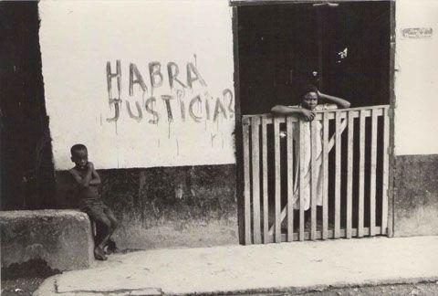 """Al respaldo de esta fotografía decía """"Istmina sep 83. Hoy cuando treinta años, Osías me entrega el anillo"""".  Tomada por Alberto Aguirre"""