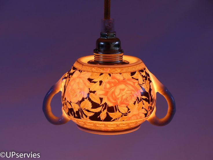 Hanglamp van zwarte Chinees porseleinen suikerpot met roze rozen door upservies op Etsy