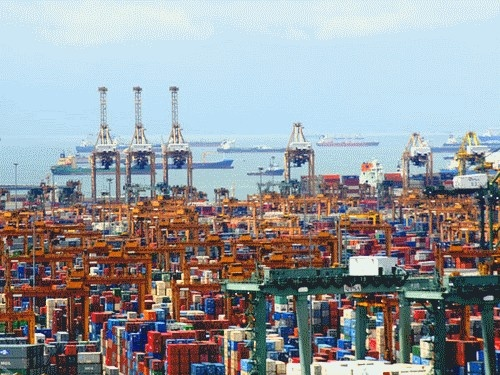 Currently the port of Singapore is the world's second busiest shipping port, in terms of total tonnage, and plays an important role in transporting one-fifth of the world's shipping containers.