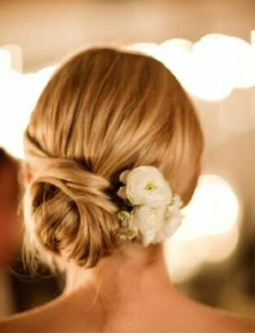 お花のワンポイントが光るアレンジ。リゾート結婚式などにはピッタリ。