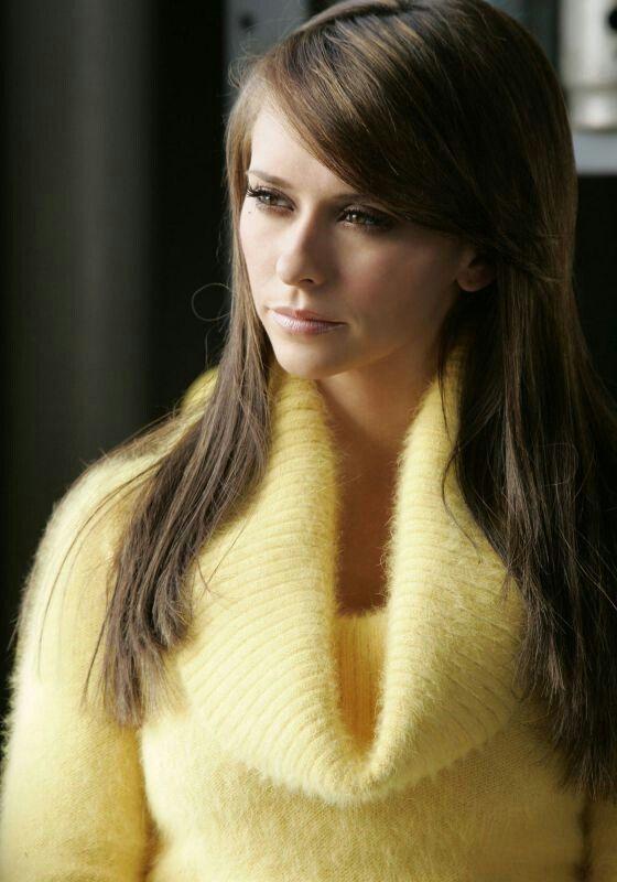 Jennifer Love Hewitt in a beautiful angora sweater | Woman ...