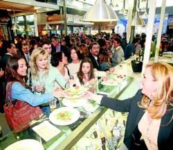 El Mercado Victoria espera recibir 20.000 visitas a la semana El espacio abre las puertas con 30 puestos gastronómicos. Ha creado 150 empleos con una inversión de 1,5 millones