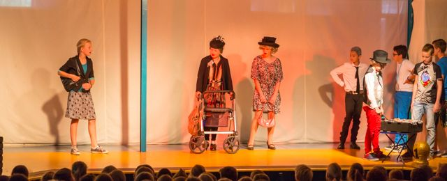 Scène van bejaarden uit Plexat!